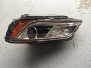 2013-2015 Audi Q5 headlight left for parts for Sale in Orlando, FL