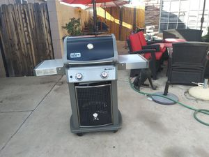 Weber grill in very good condition works very well and very clean it has two lines one for house gas and one for propane gas for Sale in Phoenix, AZ