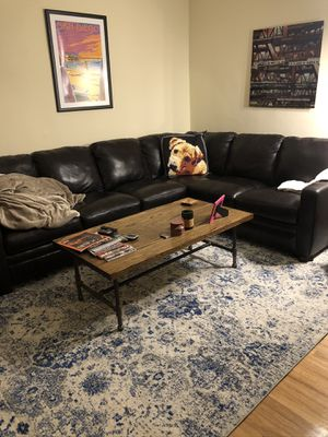 Gorgeous leather sectional couch for Sale in Chicago, IL