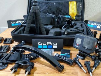NEW * HERO 8 BLACK GOPRO BUNDLE w/ REMOTE + 3 BATTERIES ** LOT OF EXTRAS for Sale in Portland,  OR
