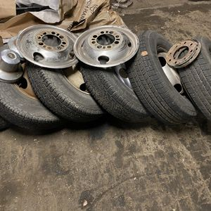 """6- 16"""" 8 On 6.5 Square Body Dually Wheels/tires for Sale in Houston, TX"""