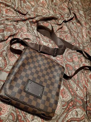 Louis Vuitton messenger bag for Sale in Ashippun, WI