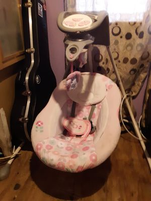 Like new infant swing Used for less then 5 minutes make offer for Sale in LAKE MATHEWS, CA