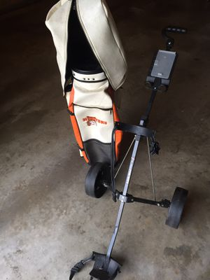 Hooters leather golf bag and cart for Sale in Rockville, MD