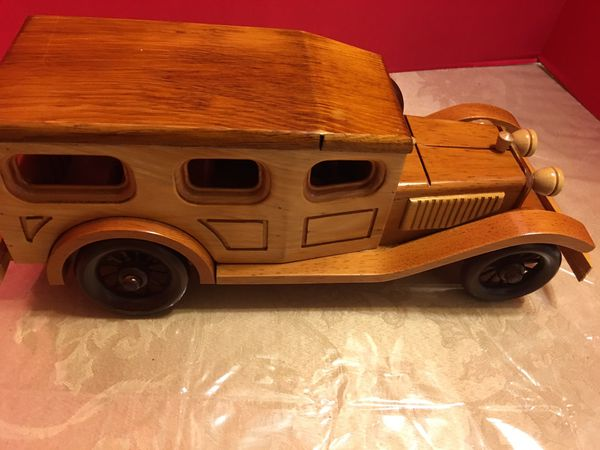 Toy collectible wood wagon