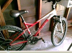 Giant bike this bike is a $300 bike for Sale in Fresno, CA