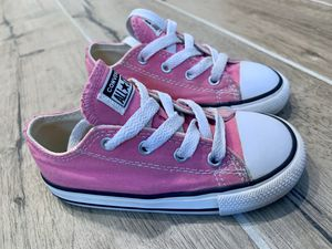 Pink converse size 8 for Sale in Fresno, CA