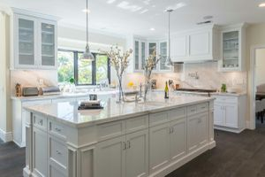 White Shaker Kitchen for Sale in Pasadena, CA