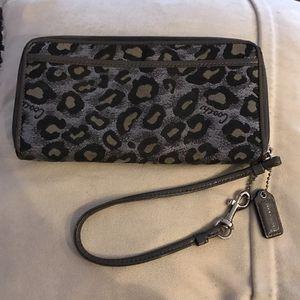 Coach wristlet wallet for Sale in Santa Monica, CA