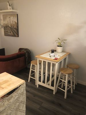 Cute compact dining room table for Sale in San Francisco, CA