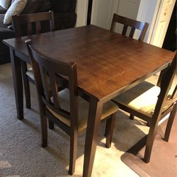 Dining table With Chairs for Sale in Lexington,  MA