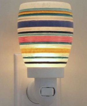 Scentsy Ribbon Plug in warmer for Sale in Columbus, OH
