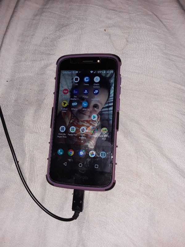 Like new Motorola g6 $40 comes with extra case need gone today
