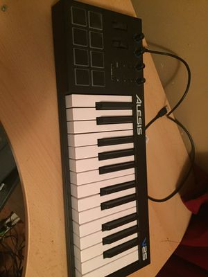 Alesis 25 keyboard for Sale in Knoxville, TN