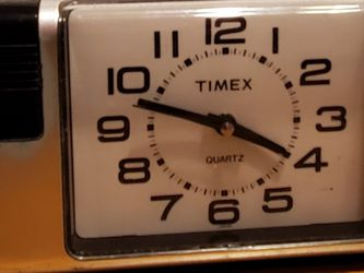 VINTAGE TIMEX QUARTZ ALARM CLOCK BLACK & SILVER BATTERY OPERATED PRE-OWNED IN GOOD WORKING CONDITION for Sale in Compton,  CA