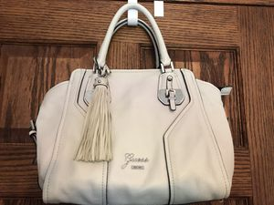 GUESS HANDBAG**PRE OWNED GOOD CONDITION for Sale in Rocky River, OH