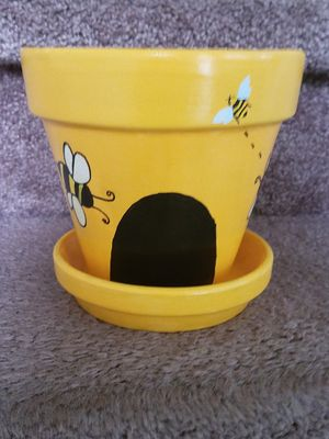 Busy Bee Flower pot for Sale in Atlanta, GA