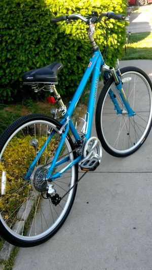 """Like New Raleigh 700c Hybrid 24 Speed Trigger Shifter 15"""" frame for Sale in Parma, OH"""