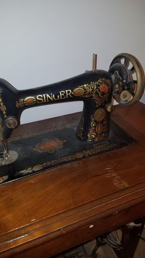 1923 Singer sewing machine in cabinet for Sale in Reston, VA