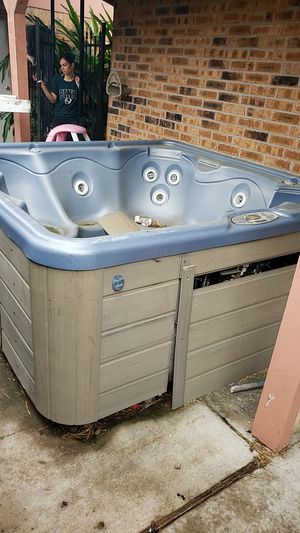 Jacuzzi hot tub. no lid 7x7 for Sale in Baytown, TX