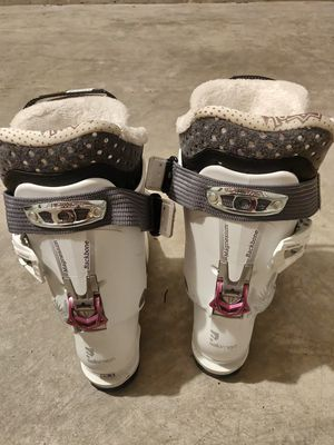 Rossignol Skies 156 cm & Salomon Boots women for Sale in Seattle, WA