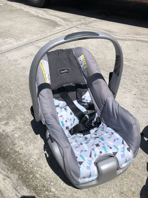 Evenflo car seat and base for Sale in Cape Coral, FL