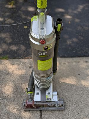 Hoover WindTunnel TSeries Lightweight Rewind Plus Bagless Upright Vacuum UH70120 for Sale in Chicago, IL