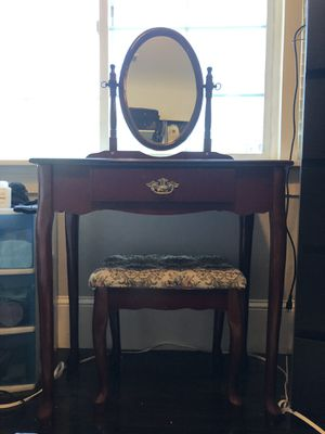 Vanity Dresser w/stool for Sale in Oakland, CA