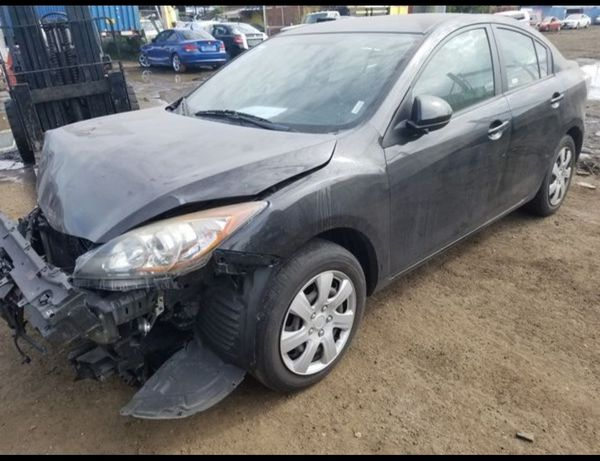 Mazda 3 for parts out 2010