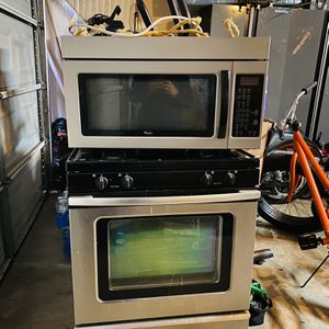 "Whirlpool Gas Range ""30 And Over The Range Microwave for Sale in Manteca, CA"