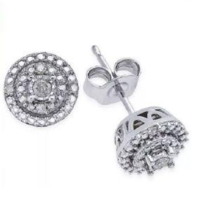 1/10 carat diamond stud earrings for Sale in Los Angeles, CA