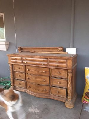 Dresser with mirror for Sale in Mesa, AZ