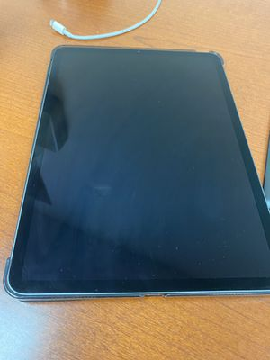 Ipad pro 11 inch for Sale in Tampa, FL