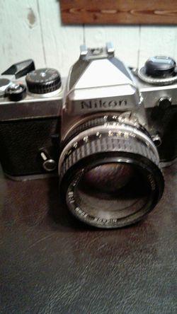 Nikon FE chromed Nikkor lense for Sale in Inman,  KS