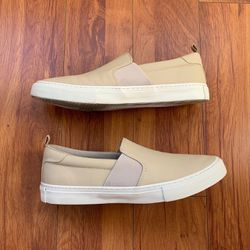 Men's Banana Republic Cream Slip On Shoes (size 9) for Sale in Los Angeles,  CA