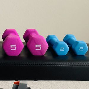 Dumbbells 💪🏋️♀️ Set of 2 and 5 lbs for Sale in San Antonio, TX
