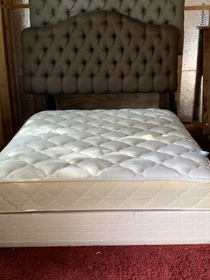 USED QUEEN SIZE MATTRESS WITH BOX SPRING for Sale in San Antonio, TX