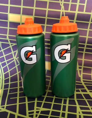 2 water bottles for Sale in Moreauville, LA