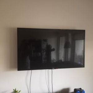 Haier 50 Inch 4k Ultra HD Led TV With Wall Mount for Sale in Seattle, WA