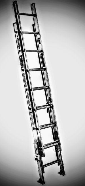 16 ft aluminum extention ladder for Sale in Cartersville, GA