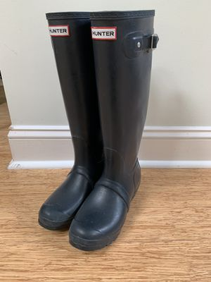 Hunter original tall rain boots Navy 7M Has a couple of scuffs and one buckle is broken but shoes are in EUC otherwise for Sale in Charlotte, NC