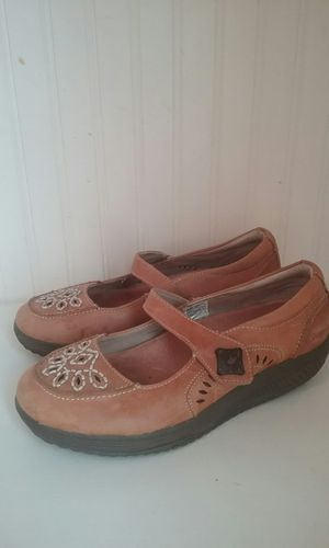 Brown Sketchers shoes shape ups, size 6.5 for Sale in Mount Pleasant, UT