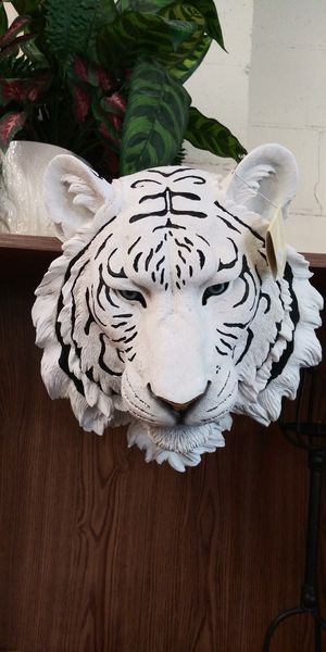 New... Large White Tiger Head Figurine for Sale in Lancaster, TX