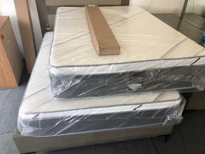 Queen pillow top mattress with boxspring for Sale in Bloomington, CA