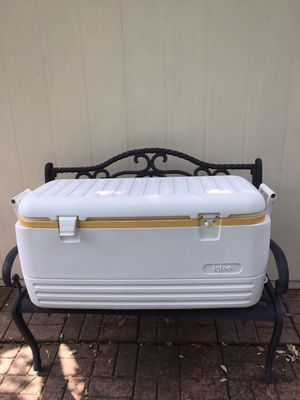 Large Igloo cooler for Sale in Cedar Park, TX