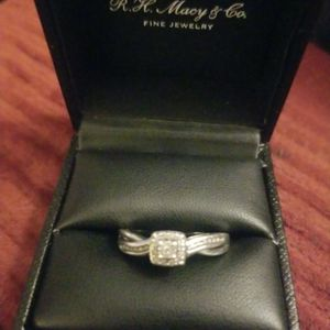 Sterling silver Diamond Cluster Ring for Sale in Hutchinson, KS