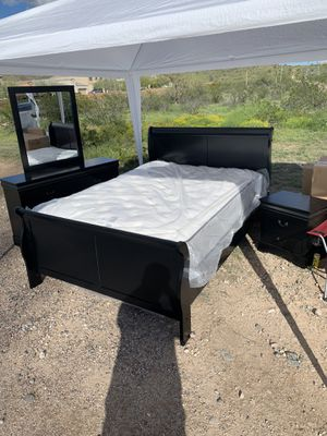 Black or Cherry 4pc Wood Sleigh Bedroom Queen Set for Sale in Glendale, AZ