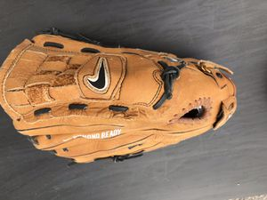 NIKE diamondback dri-fit baseball glove. 13.0 for Sale in Orem, UT