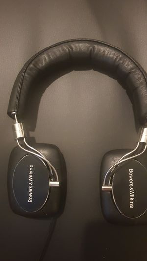 Bowers and wilkins headphones for Sale in Clearwater, FL