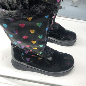 Snow boots Size 6 Kids Size- $20 for Sale in Bell Gardens, CA